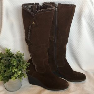 Cute, comfortable brown wedge boots w/zippers